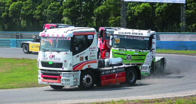 Čínští organizátoři závodů nákladních vozidel si uvědomili, že tahače naokruzích opravdu táhnou, anebyl pro ně žádný problém uspořádat letos první celostátní mistrovství.