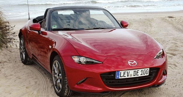 Mazda MX-5 čtvrté generace navazuje navíce než 900 tisíc vozů, vyrobených vetřech generacích odroku 1989