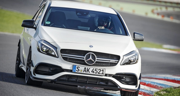 Nový Mercedes-AMG A45  spohonem všech kol  jsme vyzkoušeli naokruhu  Lausitzring uDrážďan