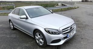 Nedlouho pouvedení natrh jsme Mercedes-Benz C350e vyzkoušeli načeských silnicích