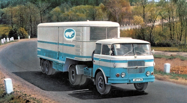 Škoda 706 RTTN sdvounápravovým chladírenským návěsem Orličan N10CH