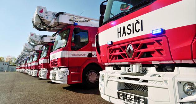 Osmnáct vozidel  Renault Trucks shasičskými  nástavbami Wiss Czech.