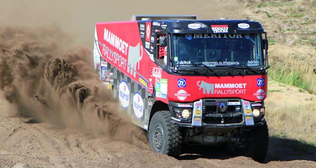Tým Mammoet Rallyesport jde doaliance sRiwald Teamem. Tři Renaulty K5204x4 sautomatickými převodovkami by měly být poměrně silnou sestavou se solidními ambicemi.