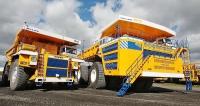 Belaz 75131 sužitečnou hmotností 110/130 tun ajeho největší bratr Belaz 75710...