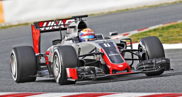 První jízdu absolvoval Romain Grosjean  naKatalánském okruhu vBarceloně vpondělí 22.února 2016