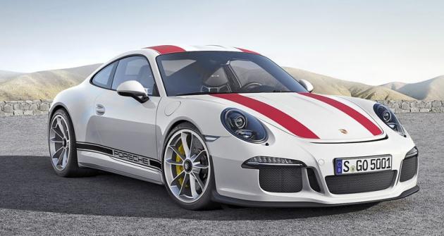 Příď pochází zverze GT3, vzadu 911 R postrádá pevný přítlačný spoiler a používá spoiler vysunovací zmodelů 911 Carrera