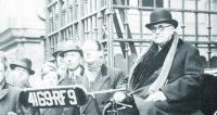 Hrabě Albert de Dion byl zcela zásadní postavou  historie světového automobilismu. Nejen, že prokázal  svoji invenci aschopnosti jako vynálezce avýrobce  spalovacích motorů aparních ibenzínových vozidel všech kategorií, ale proslul též jako organizátor,  zakladatel ahybatel celé řady aktivit, bez nichž by  světový automobilový průmysl nebyl dnes tam, kde je.