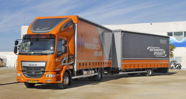 DAF LF 280 FA 4x2 spřívěsem nabízí obrovský využitelný objem pro přepravu lehkých materiálů