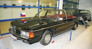 První vůz Tatra613K  z roku 1981 opatrují vTechnickém muzeu  vKopřivnici