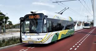 Zajímavě tvarovaný trolejbus Civis