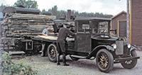 První nákladní automobil Volvo vyjel v roce 1928, byl to čtyřválec 28HP Series 1 sužitečnou hmotností 1,5 tuny