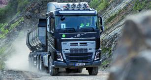 Riešenie so zdvíhacou  nápravou natandeme je  kdispozícii pre modelové rady  Volvo FM, Volvo FMX,  Volvo FH aVolvo FH16.