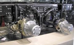 Zdvihací a odpojitelná druhá zadní poháněná náprava (Tandem Axle Lift) mápřinést snížení spotřeby a opotřebení pneumatik a zvýšení trakce