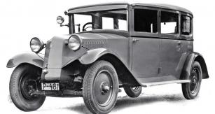 Šestimístná limuzína Tatra 52 v původním provedení z roku 1932