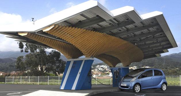 Dobíjecí stanice Parasol Driveco na Korsice vAjacciu