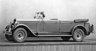 Čtyřdveřový faeton Škoda 645 měl standardně kožené potahy sedadel