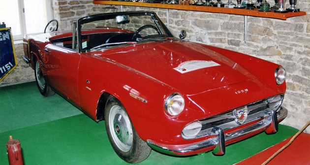 Fiat-Abarth 1600 klasické koncepce, odvozený z kabrioletu Fiat 1500 s karoserií Allemano (1959)
