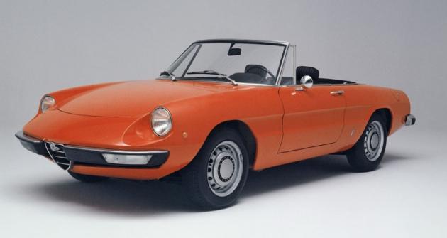 Za vzhledově nejpovedenější verzi klasické Alfy Romeo Spider většinou bývá považována její druhá generace se zkrácenou a zvýšenou zádí