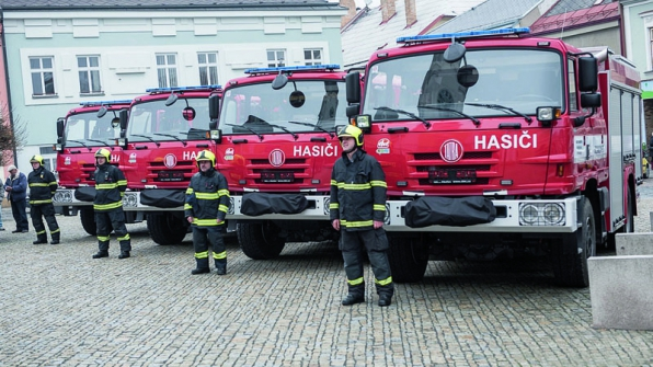 Vozidla CAS 20 si převzali zástupci krajských pracovišť HZS ČR.