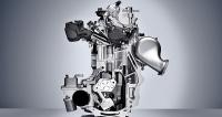 Příčný řez motorem Infiniti VC-T ukazuje uspořádání mechanismu pro změnu kompresního poměru