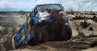 Kamazy se vrátily mezi ty nejlepší splnou parádou. Odladěná technika avynikajícím způsobem připravené soutěžní posádky – to se muselo zúročit. Nafotografii Kamaz posádky Ajrata Ardějeva, vkonečné klasifikaci rallye Dakar 2017 pátý.