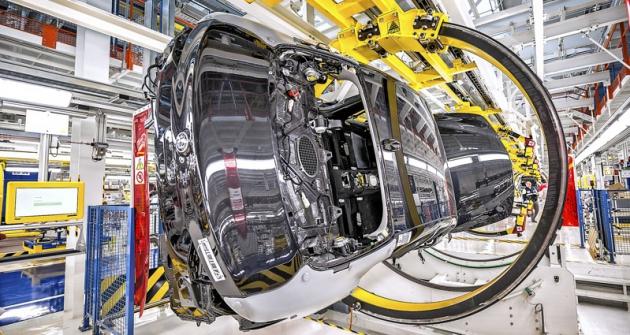 Zvláště karosárna a lakovna vynikají prakticky kompletně automatizovaným provozem
