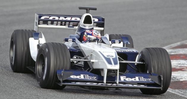 Juan-Pablo Montoya ve slavné éře Williams-BMW vsezoně 2002 (natypu FW24)