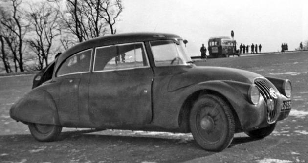 Prototyp aerodynamického vozu FRM s motorem vzadu napříč (1935)