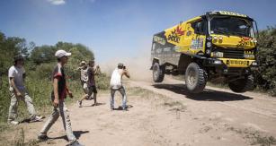 Macíkova Liazka vplné jízdě na trati Dakaru 2017