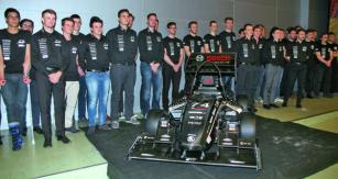 Slavnostní odhalení vozu Dragon 7 (jednoválec Husquarna, 0,5l, 61 kW, celková hmotnost vozu 180kg) formule Student pro sezonu 2017 (28.4.2017) vpřednáškovém sále Q naVUT vBrně.