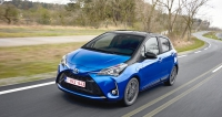 2017-toyota-yaris-hybrid-blue-dynamic-37 117614