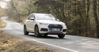 Audi Q5 hýčká posádku komfortem, ale neztratí se ani při svižnější jízdě