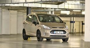 Příslušnost k aktuální řadě typů Ford jeipřes jisté stáří B-Maxu jasná