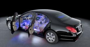 Také vnitřní osvětlení čeká vnásledujících letech další vývoj. Zejména kvůli autonomním vozům