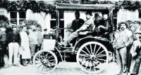 Který automobilový závod  nasvětě byl vlastně ten první – mnozí zaněj považují jízdu zroku 1894 mezi Paříží  aměstem Rouen. Vítěz jízdy Paříž-Rouen 1894, vůz Panhard et Levassor, motor Daimler.