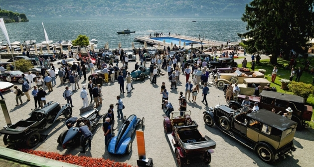 Luxusní prostředí Villa d'Este na břehu jezera Como dodává celé akci specifickou atmosféru