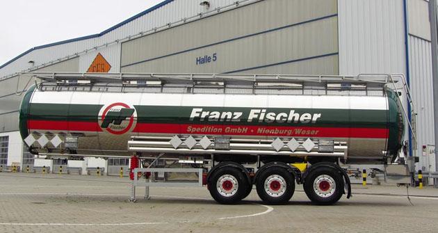 Třínápravový cisternový návěs pro přepravu nebezpečných látek ADR