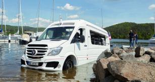 S podvozkom 4x2 sú pri výjazde z vodnej hladiny na sucho pomerne veľké problémy.