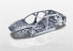 Více než 30 % hmotnosti skeletu nové Panamery Sport Turismo připadá na hliníkové slitiny. Z nich je vyrobena také většina povrchových dílů karoserie, nicméně nejexponovanější místa spoléhají na přednosti hlubokotažné oceli legované bórem. Samozřejmostí jsou moderní metody spojování kovů různorodých vlastností