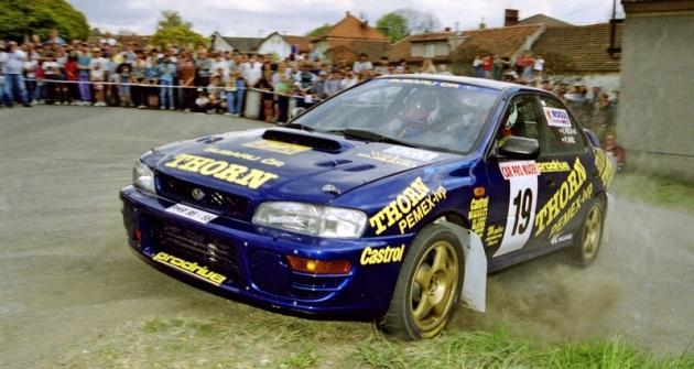 Modro-žlutá Impreza byla prvním vozem, se kterým si budoucí šampióni Václav Pech s Petrem Uhlem získávali respekt soupeřů