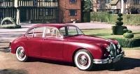 Jaguar Mk.II se představil roku 1959 jako druhá verze kompaktního sedanu, vyráběného od roku 1955 (na snímku 2.4 Litre Mk.II)