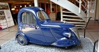 DAF Dafke (1943) sjedinými dveřmi poháněl čtyřdobý motor ILO objemu 150 cm3 (45 km/h). Plátěná střecha sloužila jako únikový východ při převrhnutí. Kuriózní vozík vystupoval po válce v klaunském čísle amatérského cirkusu, v němž hrál také Hub van Doorne