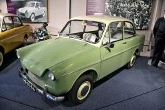 Zelený DAF 600 De Luxe (1959) s továrnou vyráběným vzduchem chlazeným čtyřdobým plochým dvouválcem objemu 598 cm3