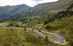 K soutěži patří výjezdy na různé horské průsmyky, jež nabízejí úžasné silničky plné zatáček i výhledy