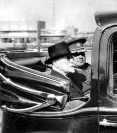 T. G. Masaryk a generál Syrový v landauletu 4.července 1937 na Strahově