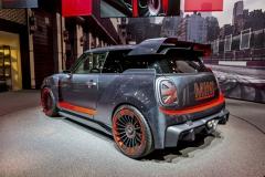 Mini John Cooper Works GP Concept staví na závodní historii Mini. Vyniká aerodynamickými doplňky, o technice žel mnoho nevíme