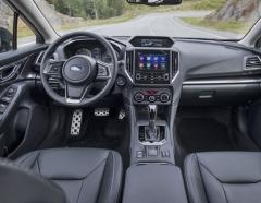 Volant má průměr věnce zmenšený ze 375 na 370 mm a také upravený tvar a větší tloušťku