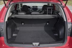 Zavazadlový prostor má základní objem 385l, sklopením opěradel sedadel jej lze zvětšit na 1310 l