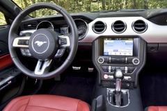 Moderně vybavený interiér a mohutný motor přispívají knevšedním zážitkům