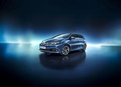 Hybridní Toyota Auris je k dispozici skaroserií kombi Touring Sports i jako pětidveřový hatchback
